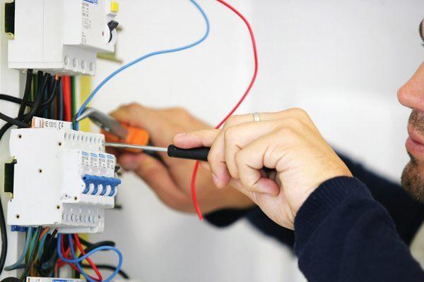 Angebot für eine elektrische Anlage: Was muss man berücksichtigen?
