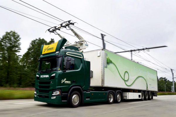 Electric cables on the highway for electric trucks? What are the pros and cons