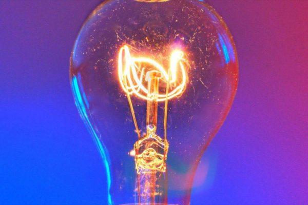 Die Stromstöße: Welche Wirkungen sie auf die Geräte haben und wie man sie vermeiden kann.
