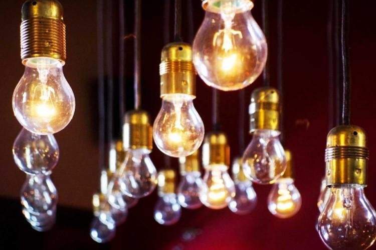 Come calcolare i punti luce e i watt necessari per illuminare una stanza ad uso privato