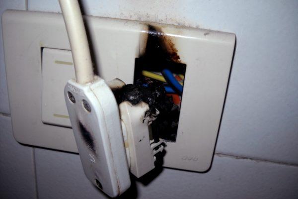 Quali sono i segnali che indicano un problema all'impianto elettrico