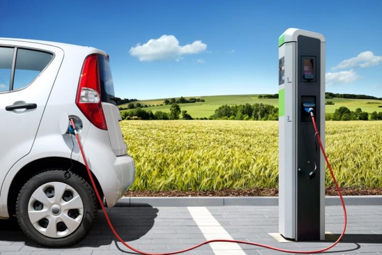 Mobilità elettrica: i sistemi di ricarica delle automobili in strada e in casa