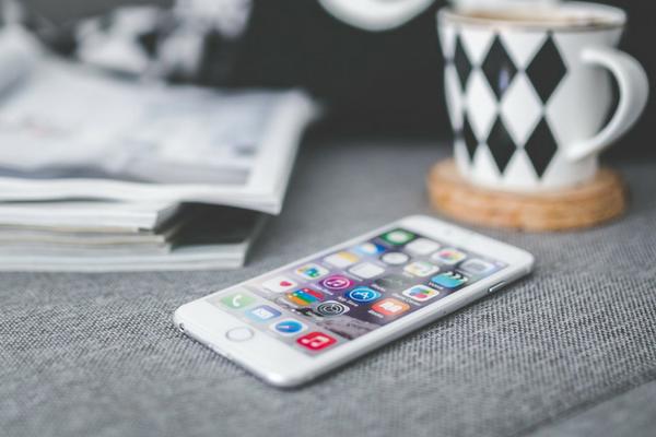 surveiller sa maison avec l 39 iphone les meilleures applications pour la domotique blog la. Black Bedroom Furniture Sets. Home Design Ideas